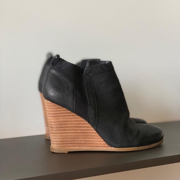 Crown Vintage Shoes - Carly Black booties